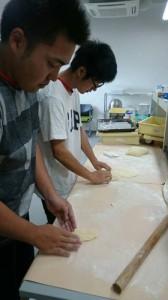 パン作りを通して、微生物発行を体感しました。